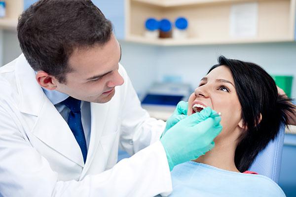 معاینه دندان توسط دندانپزشک